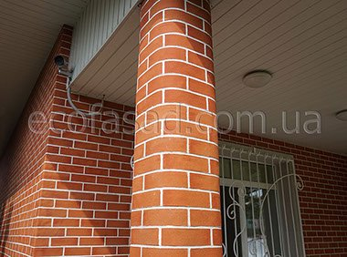 Отделка колонны гнучкої цеглою